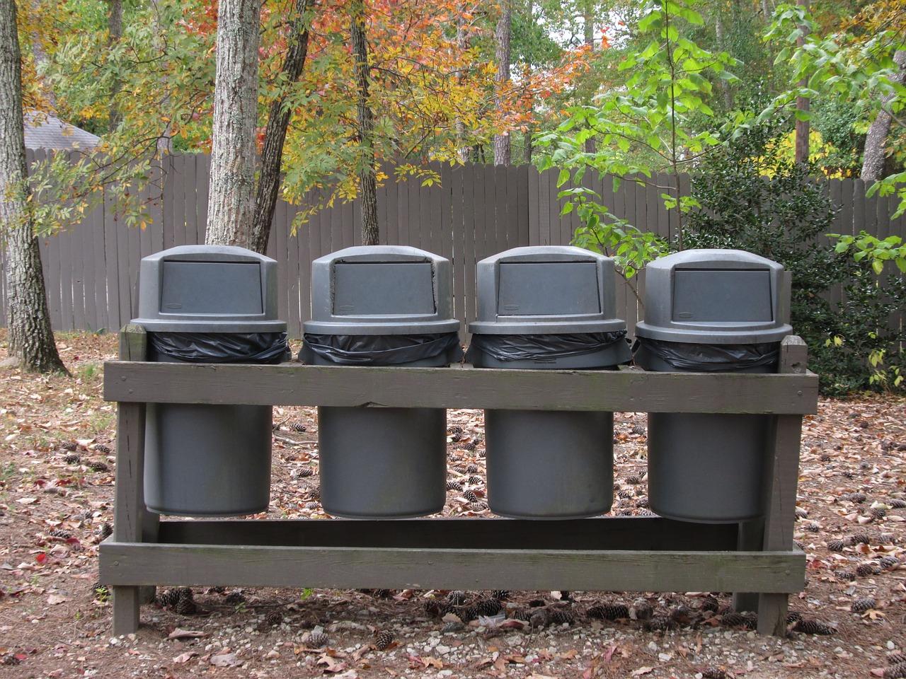 Kosze na śmieci: element, którego nie może zabraknąć w każdym parku
